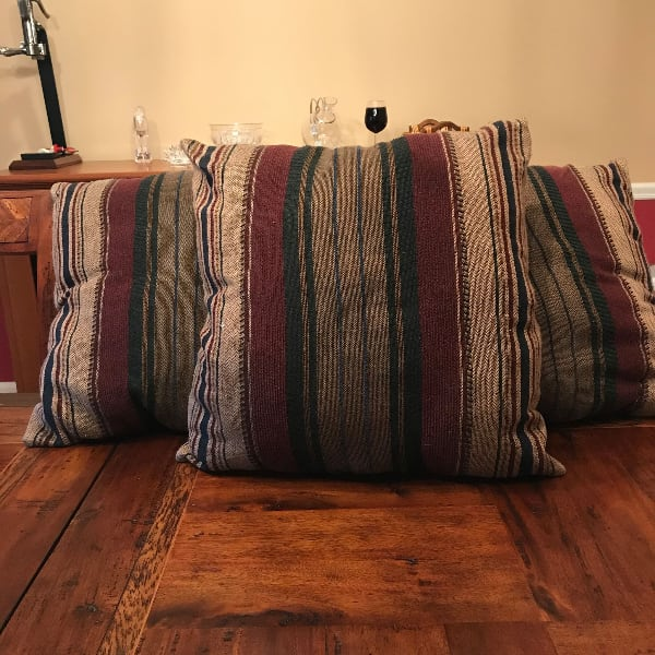Throw pillows, set of 3 - GREAT CONDITION
