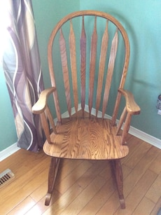 Solid wood rocking chair pick up only-st Thomas