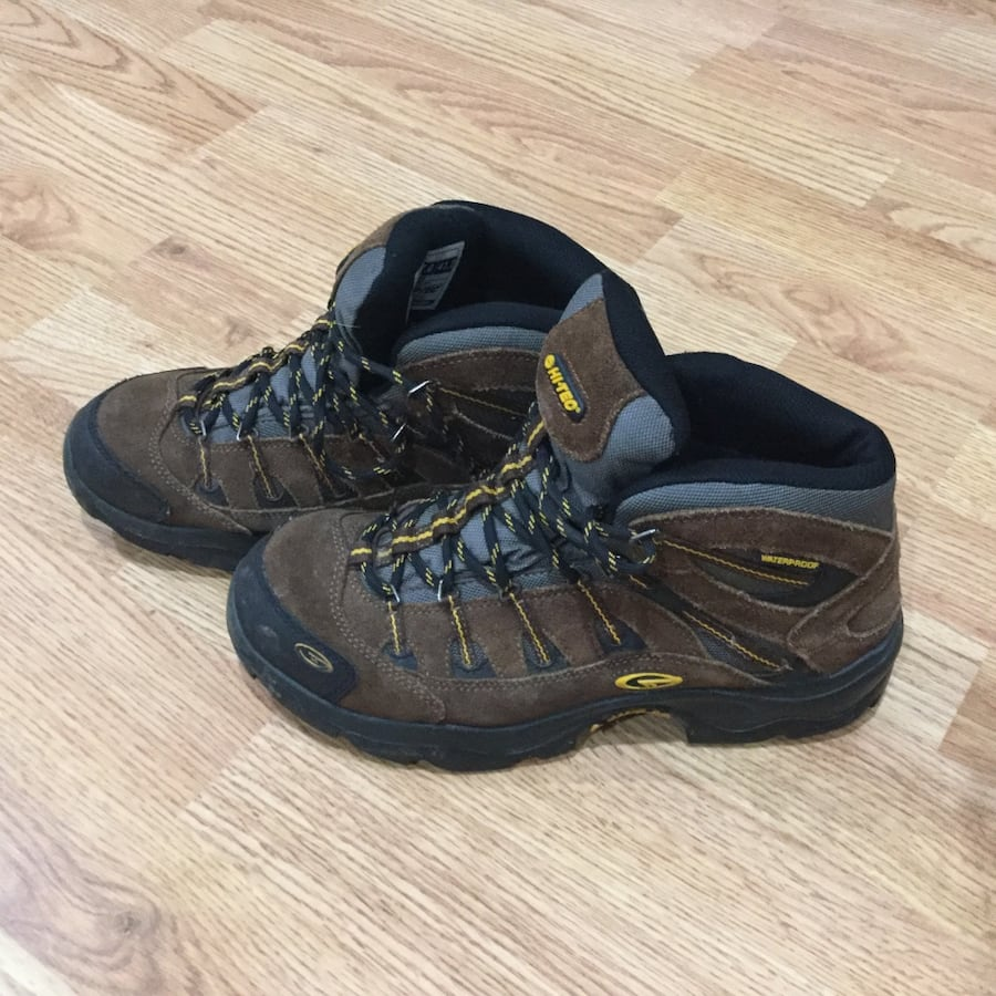 Hi-Tec Men's waterproof Hiking Boots, size 8