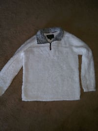True Grit woman's white pullover. Size medium. Worn only once. Murfreesboro, 37127