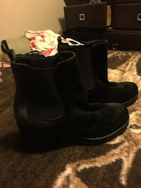 Pair of black suede boots Frederick, 21701