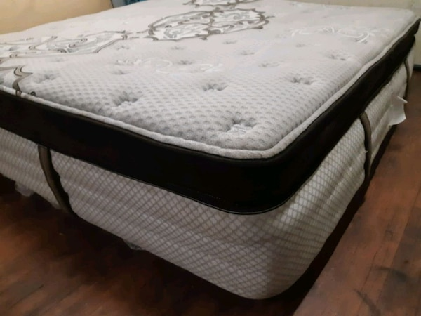tufted white and gray floral mattress