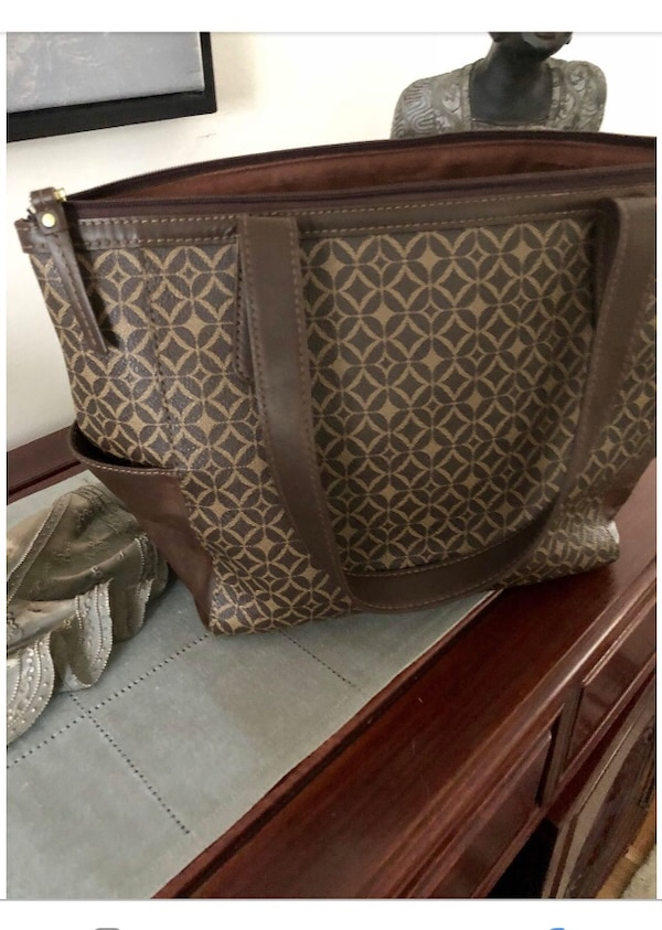 FOSSIL ZIPPERED TOTE