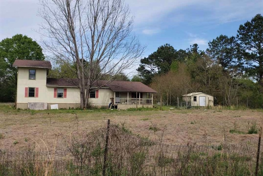 Photo HANDYMAN SPECIAL $125,000. TON OF EQUITY!! TLC NEEDED. REAL ESTATE DEAL IN Carriere MS 39426 MUST SELL! NEEDS UPDATES!!!! CASH DEAL
