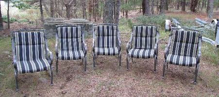 5 outdoor metal chairs w/ cushions