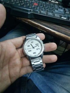 white face analog watch