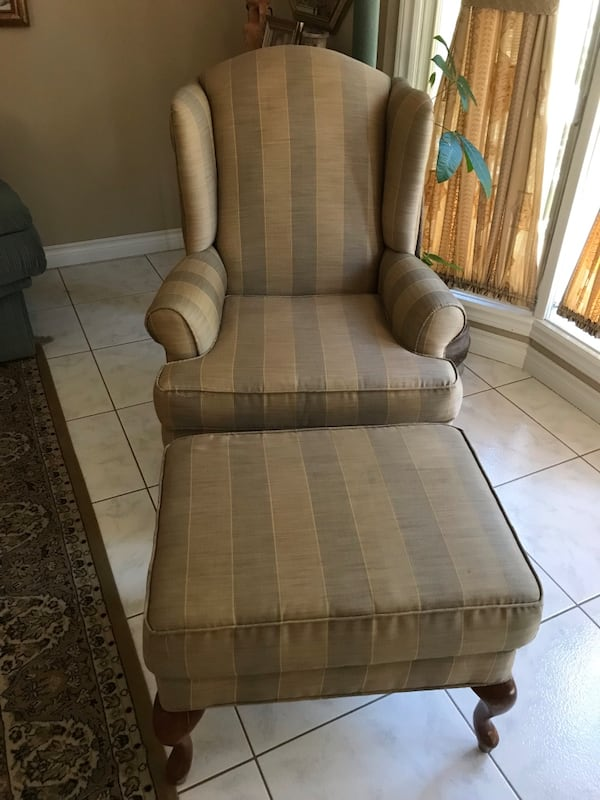 Accent chair with ottoman/foot rest d259a0c1-cec2-4553-a745-889ce6bee515