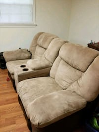 Double recliner couch Gaithersburg, 20878
