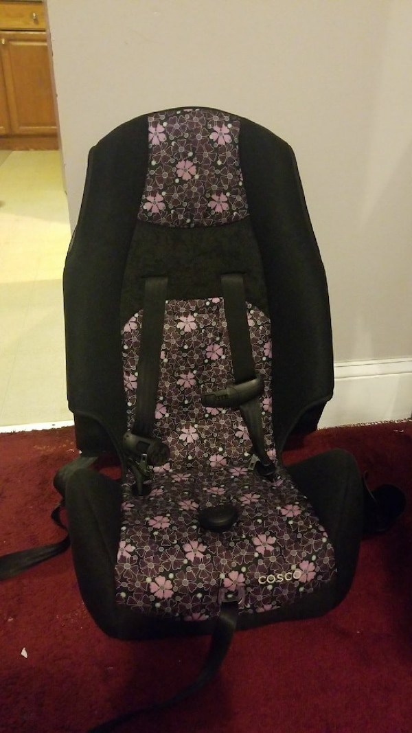 baby's black, white, and gray floral Cosco convertible car seat