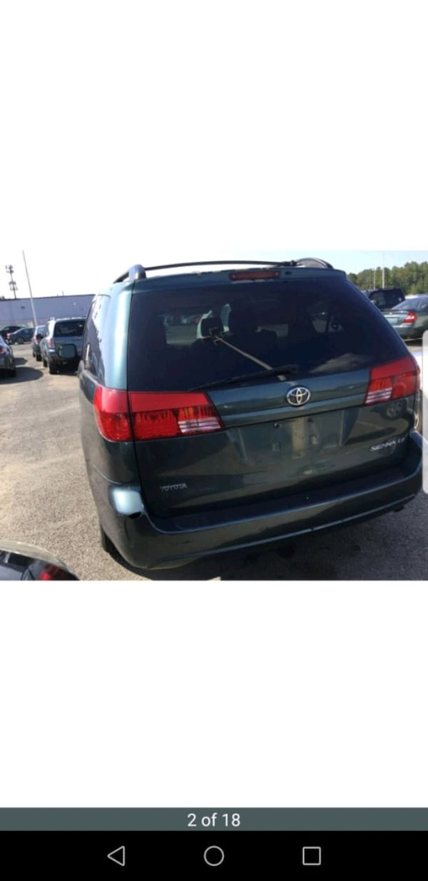 2005 Toyota Sienna f9c6114d-89a1-449d-8215-ea2595c3c5a6