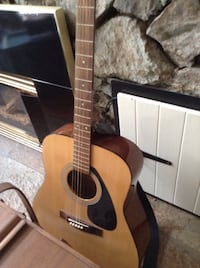 brown and black acoustic guitar North Saanich, V8L 3Z5