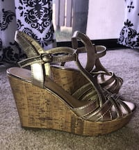 Gold stappy wedges, Women's size 10 Pasadena, 21122
