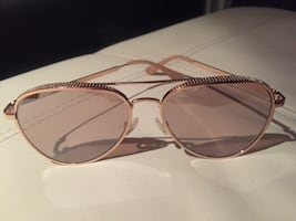 New Authentic Guess Aviator Sunglasses
