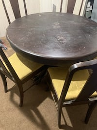 Pedestal Table With 5 Chairs Mechanicsburg, 17055