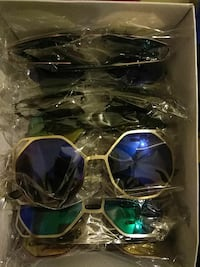lot of assorted color sunglasses with box