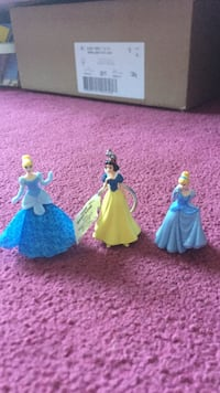Snow White and two Cinderella figurines Mississauga, L5N 5E3