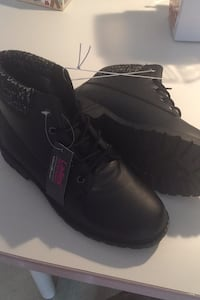 Ladies Size 9 boots Dearborn, 48126