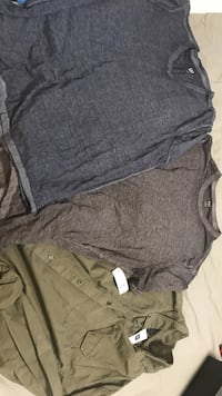Men's GAP shirts size large never worn, tags still on 546 km