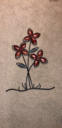 Metal wall decor, red flowers Arlington, 22203