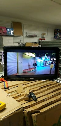37 inch Philips led tv .no stand w new remote Calgary, T2A 5R5