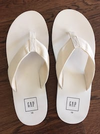 Gap men's flip flops new never worn
