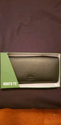 Brand New ROOTS WALLET Belleville