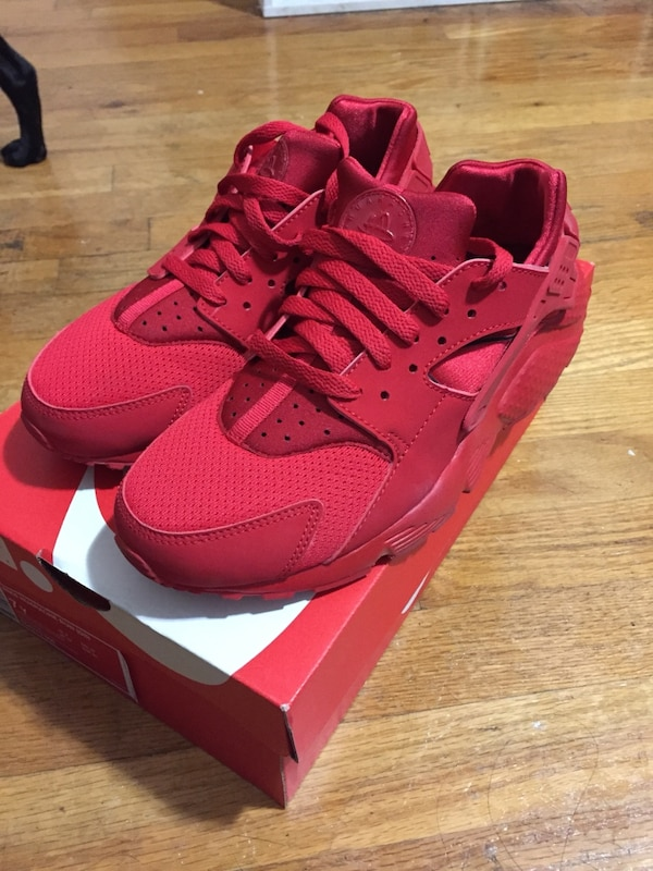sale retailer c04b5 916ec Nike triple red huaraches