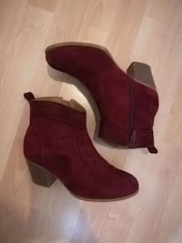 Faux suede booties. Size 8 Pointe-Claire, H9R 3G3
