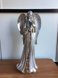 """Absolutely gorgeous Christmas angel. 16"""" tall. Excellent condition! Purchased at Shinoda Design Center. 2235 mi"""