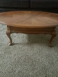 oval brown wooden coffee table Las Cruces, 88001