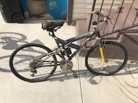 Men's bike needs new seat and has some rust  Los Angeles, 90037