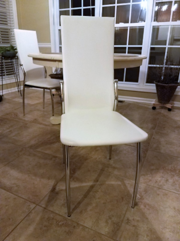 Used Set Of 4 White Faux Leather Dining Chairs With Silver Metal