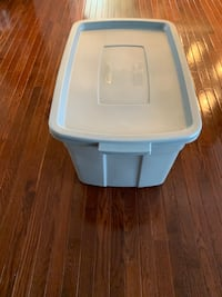 Rubbermaid storage tub