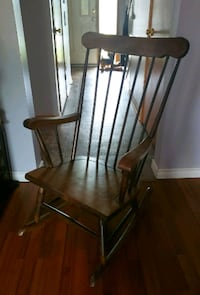 Wood rocking chair  Niagara Falls, L2H 1E3