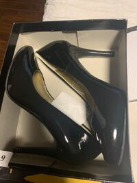 Size 9 heels  Whitby, L1M 0A4