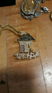 18kt trap house pendant and 30in chain Glen Burnie, 21061