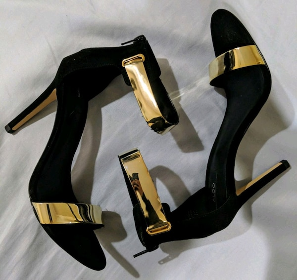 Women's blk heels with gold straps 23386e89-2978-4a23-aa58-0593150660b3