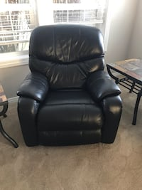 La-Z-Boy Reclining Couch and 1 Rocker Recliner Chair Ridgefield, 98642
