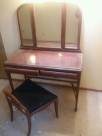 brown wooden desk with mirror Grand Forks, 58201