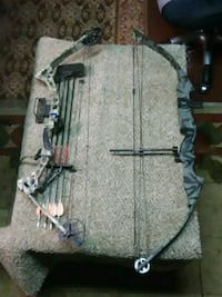 gray and black compound bows Warren, 16365