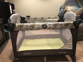 Graco Pack n Play with changer and napper