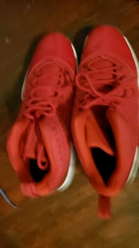 Red nikes mens 13 Upper Darby, 19082