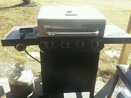 Propane Grill with 2 propane tanks