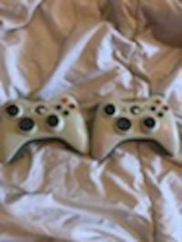 Xbox and Xbox 360 controllers 4 total