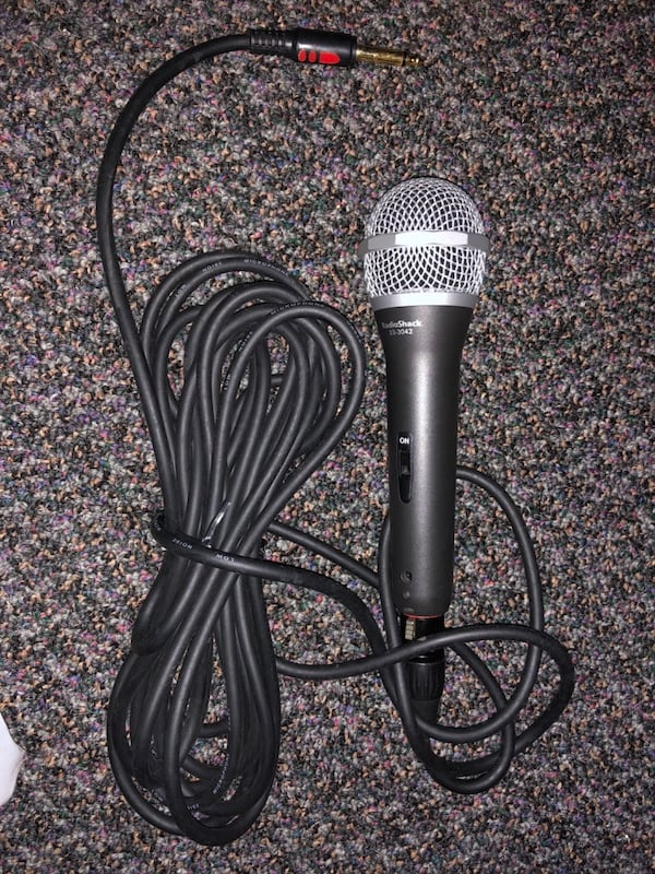 Microphone and Cable - Excellent Condition b3f02161-1447-4589-9368-b1344fb49c00