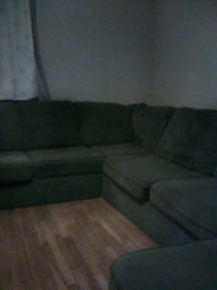 Couch 3pc sectional. 100.00 or best offer very clean