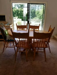 oval brown wooden table 7-piece dining set Kelowna, V1W 1W3