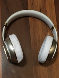 White and gold wireless headphones Burlington, L7M 0W2