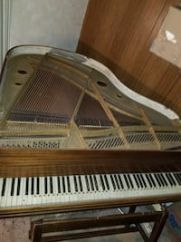 brown wooden grand piano