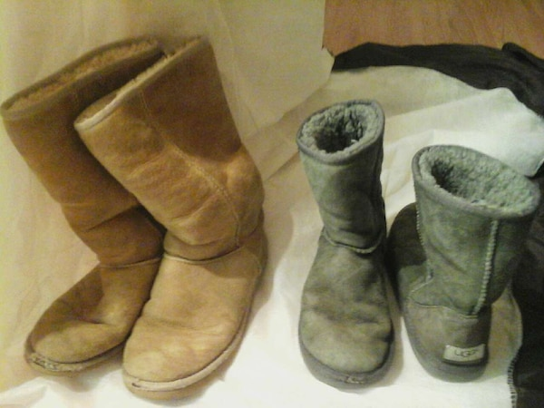 dc793db378f 2 pair used UGGS size 7